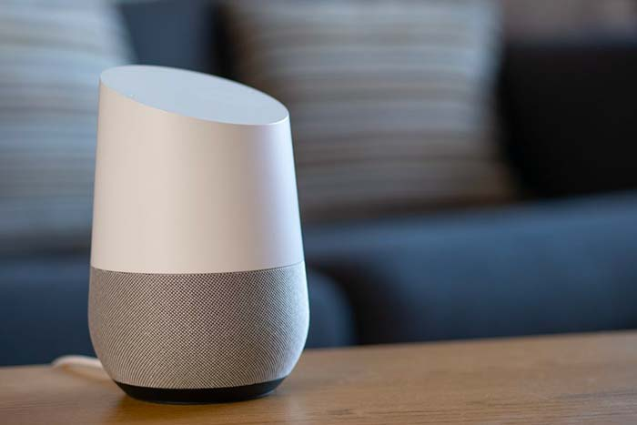 Google Home : les plus et les moins de cet assistant pour la maison